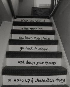 Wheb you wake up in the morning, you have 2 choices. Go back to sleep and dream your dreams, or wake up and chase your dreams. Soft Grunge, Inspirational Quotes Pictures, Motivational Quotes, Awesome Quotes, Nice Quotes, Fox Quotes, Quotes App, Motivational Thoughts, Quotes Images