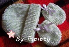 Geralmente, as peças que tricoto para bebês não são de tamanho muito pequeno. Moro num lugar de muito calor e procuro fazer num tamanho que ...