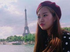 Instagram의 Jo Ji-eun님: #셀카봉 을 샀다 #에펠탑 에 뽀뽀하려했눈뎁