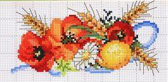 I papaveri sono un tema molto poetico, anche a punto croce. Trasferito su tovaglie, presine o strofinacci, riempie di colore e buonumore la nostra cucina.