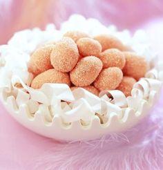 Oeufs de Pâques en biscuits roses