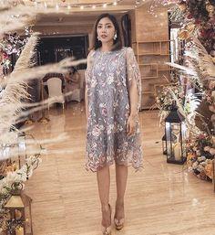 Dress Brokat Modern, Kebaya Modern Dress, Model Dress Batik, Batik Dress, Dress Brukat, Lace Dress, Dress Pesta, Curvy Outfits, Simple Dresses