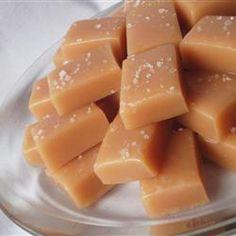#Kindergeburtstag Selbstgemachte Karamellbonbons - schmelzen auf der Zunge und schmecken Groß und klein. Das Rezept gibts auf Allrecipes Deutschland http://de.allrecipes.com/rezept/14734/leckere-karamellbonbons.aspx