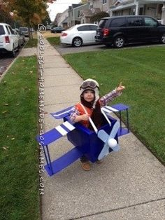 Homemade Blue Baron Airplane Costume for a Toddler… Coolest Halloween Costume Contest Old Halloween Costumes, Halloween Costume Contest, Family Halloween, Cool Costumes, Costume Ideas, Homemade Costumes, Homemade Halloween, Airplane Costume, Cake Costume