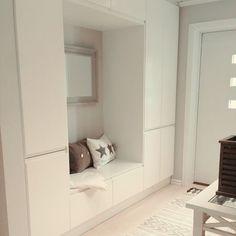 Как выбрать мебель или модульную прихожую для узких и маленьких коридоров. Готовые идеи, схемы расстановки и чертежи с фото и описанием Hallway Designs, Closet Designs, Entryway Storage, Entryway Decor, Flur Design, Small Space Interior Design, Cabinet Design, Apartment Design, Small Apartments