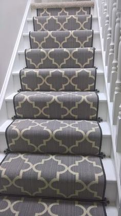 Carpet Runner Rods For Stairs Carpet Staircase, Staircase Runner, Stair Banister, White Staircase, Banisters, Stair Railing Design, Stair Decor, Victorian Stairs, Victorian Terrace
