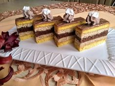 Yummy recipes: Walnut slices with walnut liqueur Vanilla Cake, Tiramisu, Waffles, Diy And Crafts, Yummy Food, Yummy Recipes, Treats, Breakfast, Sweet