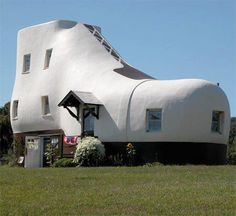 SHOE SHAPED HOUSE - AMAZING HOUSE :-  There is unique shoe shaped house, constructed by  Mahlon Haines back in 1948, is located in Hallam,  Pennsylvania, United States. The building, modeled  after a work shoe, consists of a wooden frame  covered with wire lath and cement