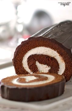 Chocolate Cake Roll — We're running out of stars to describe how creamy and delicious this dessert is. Jelly roll's chocolate cousin, this cake will remind you of your favorite treat growing up. Foll (How To Make Cake Roll) Mini Desserts, Christmas Desserts, Christmas Baking, Just Desserts, Delicious Desserts, Plated Desserts, Christmas Log Cake, French Desserts, Chocolate Roll Cake