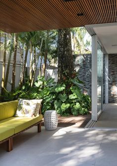 Image 8 of 24 from gallery of Baleia House / Tavora Dainese Arquitetura. Photograph by Evelyn Muller Side Garden, Backyard, Patio, Tropical Landscaping, Florida Home, Ground Floor, Ideal Home, Modern Architecture, Outdoor Spaces