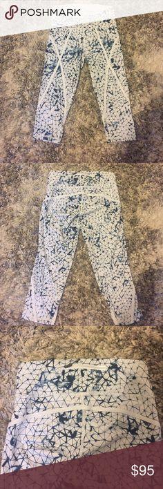 NWOT lululemon crop leggings Rare cropped leggings from lululemon. Never been worn, brand new. Size 6 lululemon athletica Pants Leggings