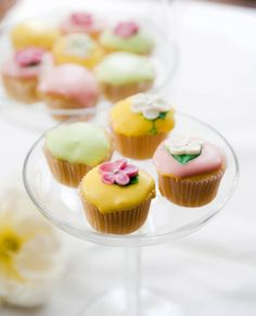 Minimuffinit kevään juhliin | Reseptit | Anna.fi High Tea, Mini Cupcakes, Baking, Desserts, Food, Drinks, Recipes, Tea, Tailgate Desserts