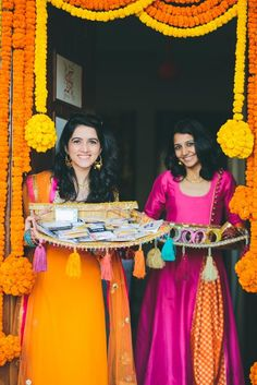 Best site to plan a modern Indian wedding, WedMeGood covers real weddings, genui. Desi Wedding Decor, Wedding Stage Decorations, Diwali Decorations, Flower Decorations, Indian Wedding Favors, Indian Weddings, Wedding Vintage, Indian Wedding Planning, Wedding Backdrops