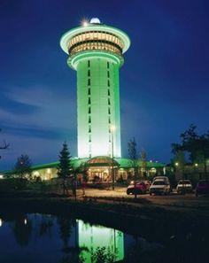 Dedemsvaart, De Koperen Hoogte - Voormalige watertoren omgebouwd tot luxueus hotel, winkelcentrum, golflinks. Ben ik een keer wezen koffie drinken met het gezin; daarna een wandeling over het terrein. Men was opvallend vriendelijk.
