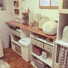 Interior illustrations such as Kitchen / DIY / Daiso / 100 medium / natural / kitchen vaults . Copper Living Room, Kitchen Living, Diy Kitchen, Blue Bedroom Decor, Diy Room Decor, Home Decor, Natural Kitchen, Kitchen Corner, Vintage Kitchen Decor