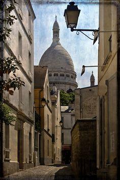 Alley by SdosRemedios, via Flickr