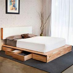 Hohes Bett mit Schubladen und weißem Kopfbrett