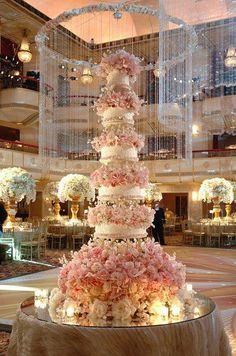 stunning wedding cake Huge Wedding Cakes, Extravagant Wedding Cakes, Beautiful Wedding Cakes, Gorgeous Cakes, Pretty Cakes, Amazing Cakes, Perfect Wedding, Dream Wedding, Wedding Day