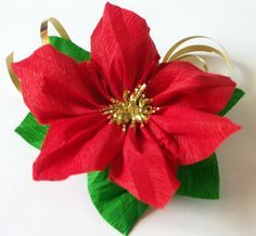 Tatamusetta: tutorial decorazione con stella di natale in carta crespa Christmas And New Year, Christmas Holidays, Christmas Crafts, Silver Christmas Decorations, Poinsettia Flower, Giant Paper Flowers, Xmas Tree, Origami, Diy And Crafts
