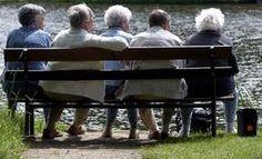 Demografisch: Mensen worden steeds ouder / vergrijzing.  Uit onderzoek blijkt dat jongeren zich steeds vaker onttrekken van de social media, terwijl ouderen juist actiever worden.