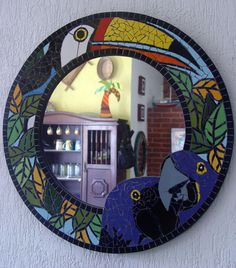 Base: Compensado naval <br>Material: Azulejos cerâmicos e pastilhas de vidro <br>Acompanha espelho