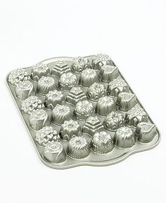 Bake dozens of dainty tea cakes, the perfect complement to an elegant afternoon gathering. This nonstick, cast aluminum pan features 30 delightfully shaped cups that create bite-sized hearts, stars, mini-bundts and more. Chef Kitchen Decor, Kitchen Items, Kitchen Things, Kitchen Stuff, Country Kitchen, Baking Tools, Baking Pans, Martha Stewart Kitchen, Baking Soda Face