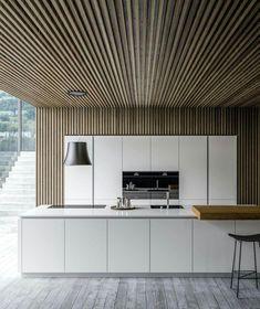 Mooi dat houten plafond wat als wand doorloopt! Luxury Kitchen Design, Luxury Kitchens, Interior Design Kitchen, Modern Interior Design, Interior Design Inspiration, Home Kitchens, Interior Architecture, Küchen Design, House Design