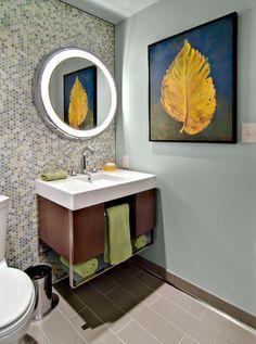 Тумба под раковину в ванную (45 фото): популярные варианты http://happymodern.ru/tumba-pod-rakovinu-v-vannuyu-45-foto-populyarnye-varianty/ Подвесная тумба небольшых размеров, где есть место для хранения полотенец