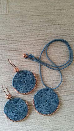 Wovenwearables with rose gold - Bracelets Jewelry - Her Crochet Crochet Jewelry Patterns, Crochet Earrings Pattern, Crochet Bracelet, Crochet Accessories, Textile Jewelry, Fabric Jewelry, Beaded Jewelry, Handmade Jewelry, Jewellery