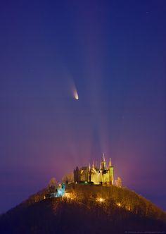 Le château de la comète : Comet PanSTARRS above the castle of Hohenzollern, Germany on March 15, 2013 - photo by Stefan Seip