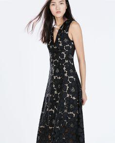 Image 4 de ROBE EN DENTELLE ENCOLURE ENV de Zara