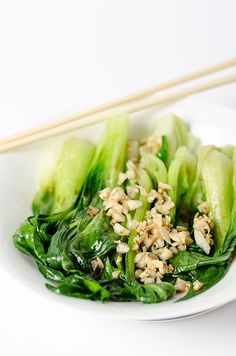 Chinese style green vegetables only uses 4 ingredients and takes 10 minutes to prepare. It's super healthy, delicious and great for week day's dinner. Vegetarian Recipes Easy, Vegetable Recipes, Asian Recipes, Ethnic Recipes, Chinese Recipes, Vegetable Dish, Chinese Vegetables, Mixed Vegetables, Veggies