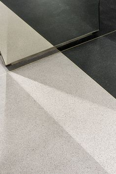 Floor en mirror detail - Zadig & Voltaire Store by Charles Zana - Architect Sustainable Architecture, Architecture Details, Interior Architecture, Interior Design, Interior Detailing, Joinery Details, Floor Finishes, Wall Finishes, Brick And Stone