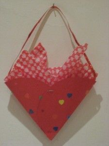 Valentine goody bag--excellent for a Valentine's day party where the kids will be handing out cards to everyone in the group/class.