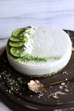 Coconut and matcha raw cake Raw Cake, Raw Desserts, Matcha, Panna Cotta, Coconut, Ethnic Recipes, Food, Essen, Eten