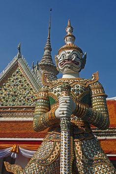 Protecting Wat Arun in Bangkok Thailand Tourism, Bangkok Thailand, Thailand Travel, Asia Travel, Time Travel, Fun Travel, Wanderlust Travel, Travel Ideas, Travel Guide