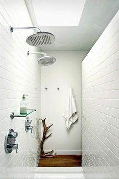 Showers with natural light... omg this is awesome and i want it