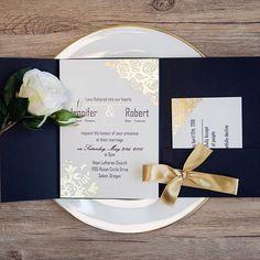 Faire part mariage pochette or et bleu marine (dorure à chaud)