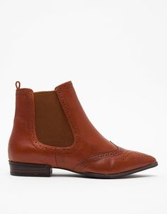 Love this casual pair of ankle boots for fall.