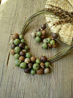 Купить Комплект из колье и серег Дикий орешник - оливковый, зеленый, орех, орешник, лещина, дикий