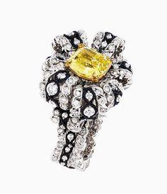 "DIOR ""Salon de Vénus Diamant Jaune"" ring in white gold, scorched silver, yellow gold, diamonds and yellow gold. Dior Jewelry, Jewelry Art, Jewelry Accessories, Fashion Jewelry, Jewelry Design, Unique Jewelry, Jewlery, Dior Ring, Do It Yourself Jewelry"