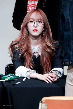 I love her so muchhh Gfriend And Bts, Sinb Gfriend, Gfriend Sowon, Pink Ash Hair, Kpop Girl Groups, Kpop Girls, Gfriend Profile, Girl Group Pictures, Korean Beauty Girls
