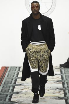 See the complete Astrid Andersen Fall 2016 Menswear collection.