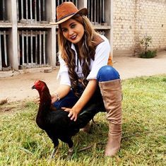 Victoria Secret, Rooster, Baby, Photography Of Women, Roosters, Cute Blouses, Sport Cars, Fotografia, Victoria Secrets