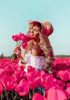 Fantasy Photography, Girl Photography Poses, Travel Photography, Color Fantasia, Edgy Dress, Foto Casual, Girls With Flowers, Beauty And Fashion, Red Aesthetic