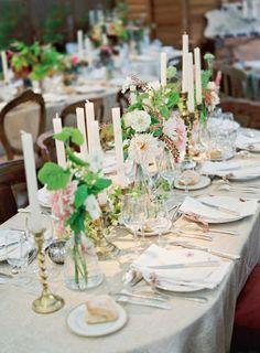 weiße Blumen Tischdeko Kerzenhalter silber