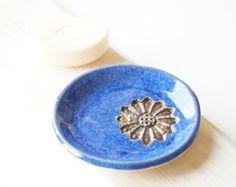 Porte-savon en céramique bleu royal, décor de salle de bain en céramique, céramique et poterie, dentelle motif, plat de savon artisanal