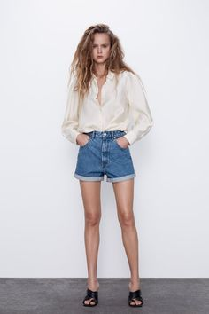 MOM FIT BERMUDA SHORTS | ZARA Bulgaria Jean Vintage, Vintage Denim, Trousers Women, Pants For Women, T Shirts For Women, Jeans Women, Zara Shorts, Denim Shorts, Short Court