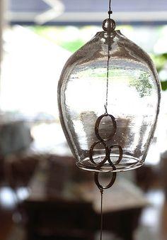 ガラス作家 酒井由弥さん 彫金作家 吉田径子さん   コラボレーションで制作された風鈴 本体価格¥3,500- (税込¥3,780-)