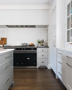 Put a French range in a range alcove with side wall niches and whadya get? Neutral Cabinets, Inset Cabinets, Kitchen Cabinets, Island Kitchen, Interior Design Living Room, Living Room Designs, Kitchen Design, Kitchen Decor, Kitchen Ideas